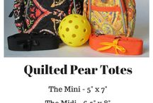 Little Purses Quilted Pear / Charming little purses in cute floral patterns.  Brought to you by thepickleballboutique.com
