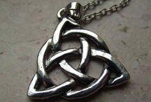 Charmed (Streghe) / Tutti gli articoli presenti in negozio ispirati alla celebre serie tv.
