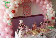 Decoracion con globos/Bautizo Rosado / Decoración con globos y dulces/candy bar temática florar tierna...arco con flores en globos en rosado y blanco, pastel artesanal y detalles decorativos