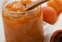 Σπιτικές μαρμελάδες... / ...λικέρ και γλυκά του κουταλιού. Αν περισσεύουν φρέσκα φρούτα.