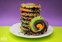 Spooky Halloween Dessert Recipes / These Halloween dessert recipes are sure to send a shiver up your spine and put a smile on your face. Here you'll find homemade Halloween candy, Halloween alcoholic drinks, Halloween candy recipes, Halloween cookies, and other cute Halloween desserts. Boo! / by The Best Dessert Recipes