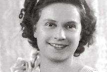 Germaine Bouret illustrations ....  / Germaine Bouret (1907-1953) Germaine Bouret est née à Paris le 29 mai 1907, d'un père berrichon et d'une mère anglaise. Le nom de jeune fille de sa mère était Ellen King. Germaine Bouret avait un frère jumeau prénommé Marcel. Toute la vie et l'œuvre de Germaine Bouret ont été marquées par cette gémellité. http://www.germaine-bouret.fr/