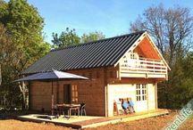 Maison Bois en kit / La construction bois massif empilé en madriers, est l'un des systèmes constructifs les plus anciens, elle est présente dans de nombreuses régions. GreenLife presente un ensemble de Maison bois en kit en simple ou double madriers.