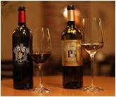Pieroth & / シシェル社は、シャトー・パルメとの共同事業の為に広く知られていますが、この一族がドイツ出身であることはあまり知られていません。その由縁からピーロート家とのパートナーシップが生まれました。ワイン事業において長い歴史を持つ二つの家族が協力し誕生した、二つの素晴らしいワインです。   P.S.   ぜひ御友人や御家族とお楽しみ下さい。   ヨハネス・ピーロート シャルル・シシェル