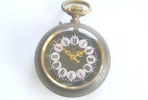 Relógio de Bolso - La Campana, Relógio Cartuchos, Roskopf / Relógio de bolso da marca La Campana, tipo Roskopf. Trata-se de um raro modelo com numeração em relevo (conhecida por cartuchos), medindo 5,1 cm de diâmetro.