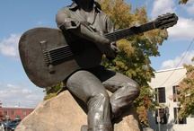 Celebrity Statues in Tennessee / by Tennessee Daytripper