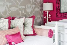 WALLPAPER ... YES / Wallpaper is back and going strong ... and it's not your grannie's florals.  Bold patterns and colors, and it's not just for walls anymore!