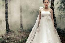 Wedding Photos Using Smoke / A collection of inspiring wedding photographs using smoke.