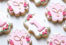 Pink ang gold cupcakes and cookies