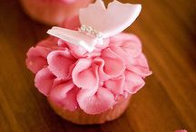 Cupcakes / by Evatania Rachmat