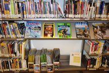 Revistas / Todas las revistas pueden  prestarse por un periodo de siete días,  aunque no estén en libre acceso, excepto las revistas de Fondo Local.El último número recibido en la Biblioteca es sólo de consulta en sala. Las revistas, además de en la Hemeroteca, están distribuidas por distintas secciones y plantas de la Biblioteca.