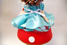 Alice no País das Maravilhas / Ateliê Artes da Miluxa - Personalizando Sonhos