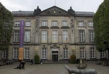 Museumkwartier Den Bosch / Den Bosch is een heerlijke historische stad, fijn om rond te lopen, winkelen en eten. Vergeet niet dat er ook echt twee leuke grote musea zijn die zeker de moeite waard zijn om te bezoeken. Hieronder kun je alvast bekijken welke musea het zijn ter voorbereiding op een leuk uitje..