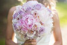 Niche Flowers / Niche Events Flowers featuring centerpieces, bouquets, boutonnieres, corsages and alter arrangements.