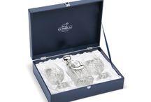 Idei de Cadou: Decorațiuni si Veselă Argintate de la Chinelli / Timp de 40 de ani, brandul Chinelli a raspandit in lume stilul si calitatea cadourilor precum bomboniere sau vase argintate, realizate in Italia.