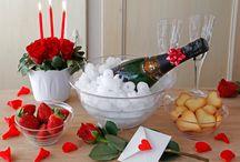 San Valentino / Qualche dolce idea per il tuo San Valentino: decorazioni, candeline, portatorta per il dessert e tanta creatività