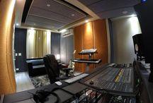Estúdio de Gravação - Studio Desing - Mix Room / Sala técnica em Campinas SP, projetada para mixagens #Isolamentoacustico #tratamentoacustico #nuvensacusticas #paineisacusticos #studiodesign #movelparaestudio