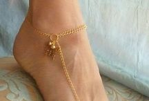 Golden. Anklet and toering