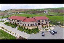 Pensiunea Axa Travel / Hotel Axa Travel se află în localitatea Cunţa, la 11 km de Sebeş, la ieşirea de pe autostrada A1 şi oferă acces gratuit la conexiunea WiFi, un restaurant şi o terasă. Oaspeţilor le este pus la dispoziție un bar.   Camerele au aer condiționat și TV cu ecran plat cu canale prin cablu. Unele unităţi includ o zonă de relaxare unde oaspeţii se pot destinde. Camerele au o baie privată dotată cu duș, uscător de păr și articole de toaletă gratuite.   La proprietate există o recepție cu program nonstop. Este pusă la dispoziție o parcare privată gratuită.   Oaspeții sunt bineveniți să ia masa la restaurantul proprietății care servește preparate tradiționale și internaționale.   Orașul Sibiu se află la 45 km de Pensiunea Axa, iar orașul Alba Iulia este la 27 km. Cel mai apropiat aeroport este Aeroportul Internaţional din Sibiu, situat la 45 km de proprietate.   Această proprietate este de asemenea cotată pentru cel mai bun raport calitate/preţ în Sebeş! Clienții primesc mai mult pentru banii lor comparativ cu alte proprietăți din acest oraș.