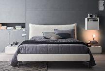Letto Francis / Francis è un letto imbottito, morbido e rassicurante, si distingue per una testata avvolgente arricchita con eleganti cuciture a vista in contrasto.http://www.alfdafre.it/it/prodotto/69.aspx