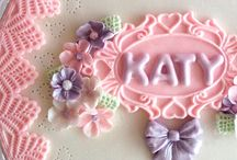 Katy Sue Moulds / Katy Sue design moulds and example pictures of them being used! I love this collection for cake decorating & cupcakes and here's why!