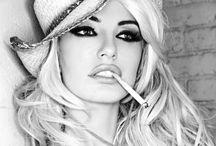 Makeup / by Viviane Soares