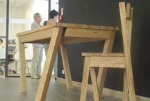 """Plener Rzeźbiarski w Dobrotece / Plener rzeźbiarski """" Najszlachetniejsza forma przetworzenia drewna"""" to wydarzenie kulturalno – naukowe z udziałem artystów rzeźbiarzy, oraz przedstawicieli branży meblarskiej. Zamierzeniem organizatora jest stworzenie klimatu na wykorzystywanie rzeźbiarskich form w aranżacji wnętrz użytkowych poprzez ich eksponowanie, promocję i dystrybucję."""