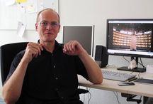 """Wer sind denn die drei da? / In einem neuen Projekt des Stura der HfTL geht Prof. Erik Buchmann in einem Videointerview der Frage """"Wer sind denn die drei da?"""" nach und erklärt dabei Grundlagen zum Thema Datenschutz."""