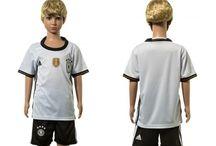 Billige Tyskland fodboldtrøjer til børn / Køb billige Tyskland fodboldtrøjer til børn online med oplag. Vi leverer nye Tyskland billige fodboldsæt børn med lav pris og hurtig levering. Køb nu!