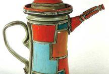 Teapots, coffee pots
