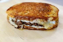 Patty Melts by Ree Drummon...saw them today and wanted one so badly! :( / Patty melts