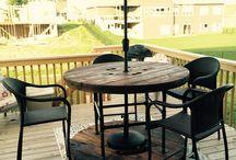 Parasoles y mesas