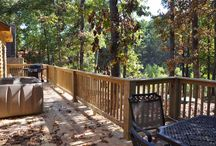 Big Trout Lodge / Come and enjoy this 4/4 cabin perfectly suited for all your needs. Only minutes away from downtown Branson, Silver Dollar City and Big Cedar Lodge... what are you waiting for?!
