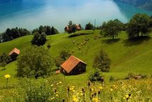 Zwitserland / Een beetje vreemde eend in de Europese bijt, want als een van de weinige landen is Zwitserland geen lid van de Europese Unie. Ga je naar de camping in Zwitserland, dan ga je zeker genieten van  de (panorama)rijtuigen van de Glacier-Express, Bernina Express en de Furka-Bahn; erg gewild bij toeristen. In een groot deel van het land is Duits de voertaal, maar er zijn belangrijke gebieden in het westen en zuiden waar Frans en Italiaans wordt gesproken.