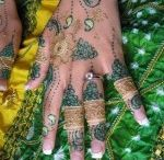 Arabic Mehndi Designs / Arabic mehndi designs are slightly dissimilar from other classes of mehndi design and these designs are equally famous among Asian and Arab world.