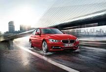 Yeni BMW 3 Serisi  / Yeni BMW 3 Serisi Sedan, BMW markasının tasarım geleneğini ve özelliklerini sistematik bir şekilde sürdürüyor. Sportif ve şık dış tasarım, aynı kalıptan çıkmış bir görünüm etkisi yaratırken estetik ve dinamiklerini ilk bakışta yansıtıyor. Altıncı neslinde bile dünyada en çok satan BMW otomobili standartları belirliyor. http://www.BMW.com.tr