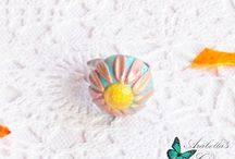 Anello regolabile con fiore margherita fatta in fimo
