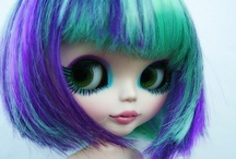 Awesome Dolls / Mostly Blythe dolls, which I adore.