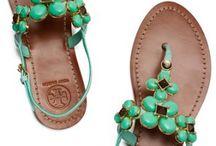 FASHION: shoes / by Renée Kyrias-Gann