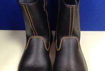 Sepatu Safety Shoes Dr.OSHA Nevada Boot / Sepatu safety untuk kalangan profesional. Terbuat dari Kulit kualitas terbaik, ini adalah pendamping sempurna untuk para pekerja dan pengendara yang aktif. Lindungi selalu diri Anda dengan sepatu safety terpercaya. Sangat cocok digunakan oleh Anda yang bekerja di Proyek, Lab, Kitchen, pabrik. Lets Move!