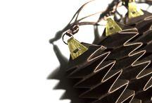 Joyas de Papel / Diferentes tipos de plegados y cortes dan forma a piezas de joyería.