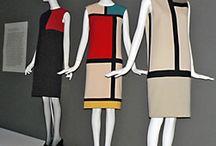 """Yves Saint-Laurent/Mondrian / Coleção inspirada na obra """"Composição com vermelho,azul e amarelo"""" de 1921 do artista plástico holandês Piet Mondrian.A coleção é de 1965 e tem como destaque os vestidos em cortes retos que estampam a famosa obra,a escolha desse corte da destaque a estética proposta pelo próprio Mondrian em sua obra."""