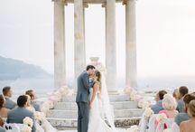 UNA BODA DE ENSUEÑO / Realicé muchos de los detalles de está boda que tuvo lugar en la Isla de Mallorca. Conos de encaje, la percha de la novia, el libro de firmas, las cajitas para dulces, la percha de las damas de honor, el cojín de los anillos. Fue una boda repleta de detalles hechos a mano y muy, my bonita.