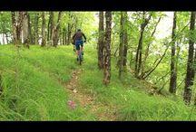 Activités / Les Vallées de la Loue et du Lison, un terrain d'aventure grandeur nature !  Embarquez à bord d'un canoë pour une descente de la Loue ou encordez-vous pour une sortie de canyoning, de via ferrata ou d'escalade, voyagez au centre de la terre en pratiquant la spéléologie ou sillonnez les chemins.
