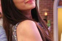 S H R A D D H A  K A P O O R❤ / her smile tho>♥favourite bollywood @ctr€$$