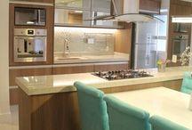 Cozinha embutida com ilha