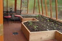 A self-sustaining, organically operating mini-farming
