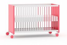 Cunas - Escritorio / Cunas para bebés que se convierten en útiles mesas de estudio para cuando crecen.