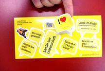 Postkarten Aufkleber, Sticker / Muster von Stickerbogen in Postkartenform: Vorderseite mit gestanzten Aufklebern zum abziehen. Rückseite als Postkarte zum beschriften verwendbar.
