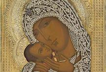 Иконы, выполненные жемчугом / История вышитых икон  Иконопись существует с самого зарождения христианства. Считается, чтопервые иконывозникли в апостольские времена. Позже сформировались каноны, по которым можно создавать иконы. На востоке и западе формировались разные каноны, поэтому вышитые православные иконы заметно отличаются от католических и других западных ответвлений. В основном это проявляется в том, что наши иконы аскетичны и символичны, тогда как западные - чувственны и натуралистичны.
